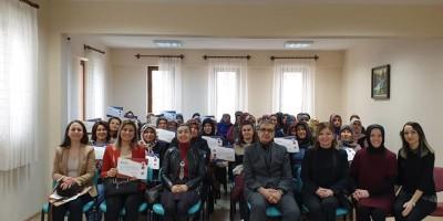 Menopoz Okulu öğrencileri sertifikalarını aldı